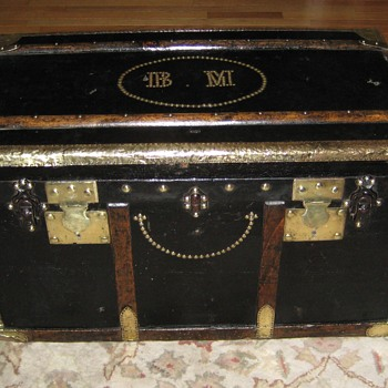 Late 19th Century French Saingermier Flat Top Trunk - Furniture