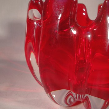 Mystery thick ribbed cased red dish - Art Glass