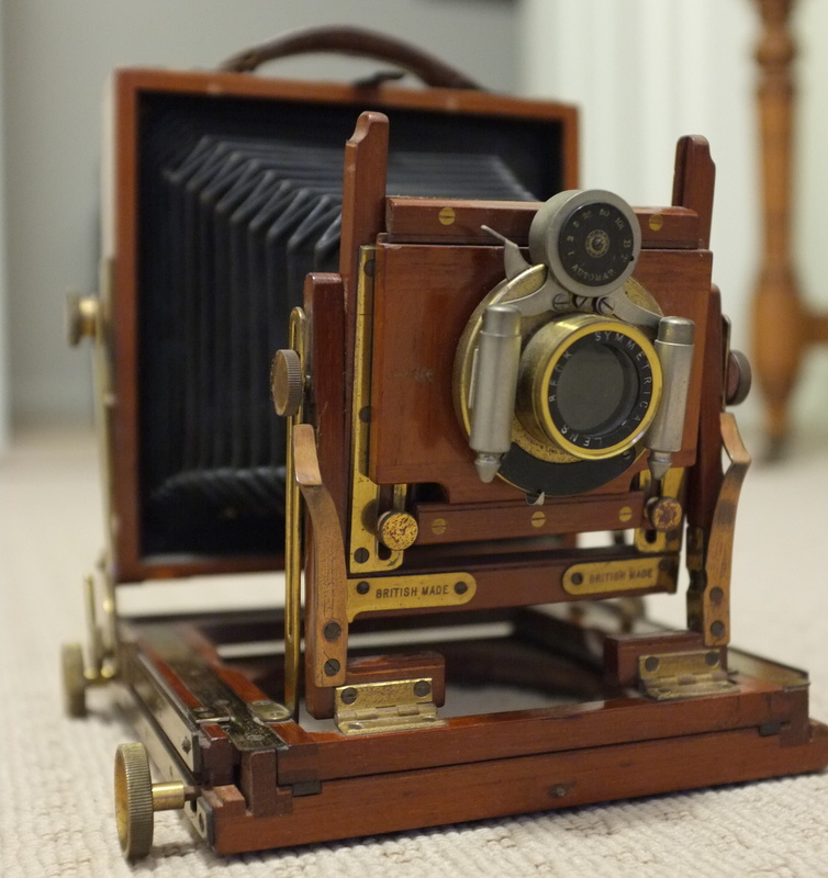 Old wooden camera need help with size and identification ...