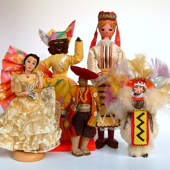 National Costume Dolls from all over the world (Grouped by color) - Dolls