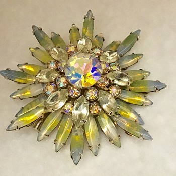 Starburst brooch - Costume Jewelry