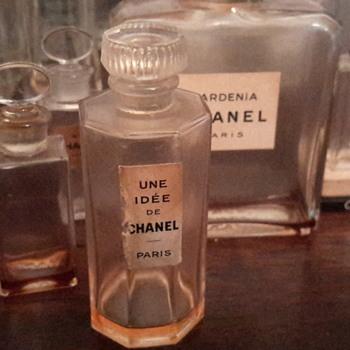 1930's Une Idee De Chanel Perfume bottle - Bottles