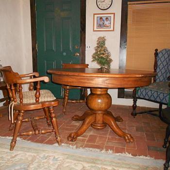 Oak pedestal table - Furniture