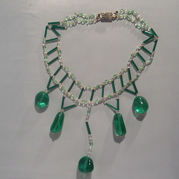 Green glass festoon necklace - Costume Jewelry