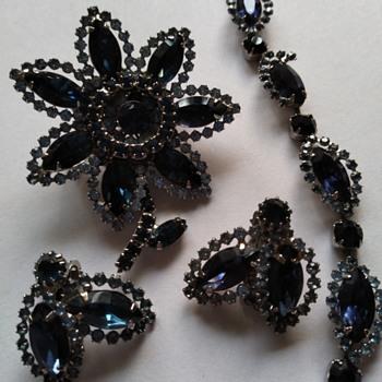 Weiss brooch, bracelet and earrings - Costume Jewelry