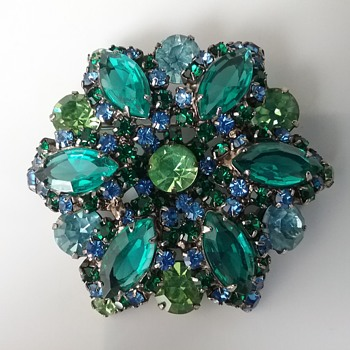 Castlecliff brooch  - Costume Jewelry