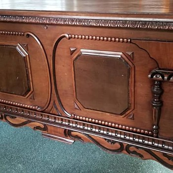 Antique cedar chest - Furniture
