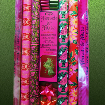 Unused Hot Pink Match & Mate Psychedelic 1960's Christmas Paper  - Christmas