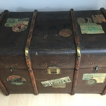 My old linen trunk - Furniture