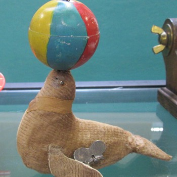 Alps Wind Up Seal - Toys