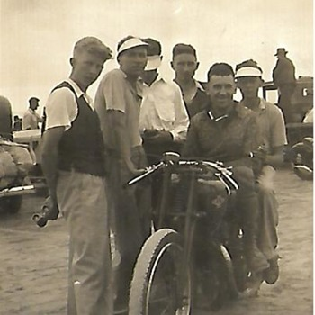 bakers beach,tasmania.1938. - Motorcycles