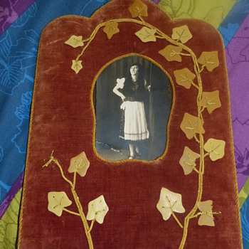 Victorian Era (?) Velvet and Carved Shell Photo Frame - Photographs