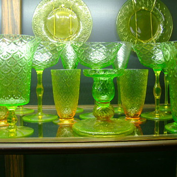1910 - 1930 Bi-Color Vaseline Pukeberg Turkey Tracks Uranium Glass - Glassware