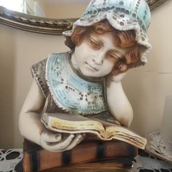Reading Girl Figurine - Figurines