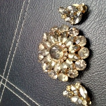 Celebrity ny brooch,matching earrings - Costume Jewelry