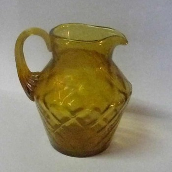 10 oz COLONIAL AMBER FENTON PITCHER IN DIAMOND OPTIC DESIGN AND APPLIED HANDLE