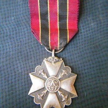 Unknown military award - Medals Pins and Badges