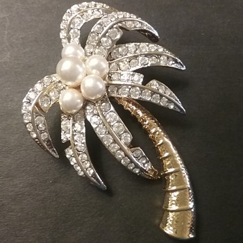 KJL palm tree brooch  - Costume Jewelry