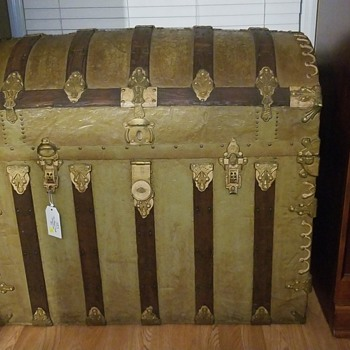 1700's (?) Dome Steamer Trunk - Furniture