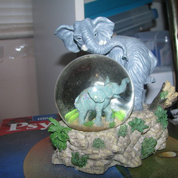 Elephant snow globe