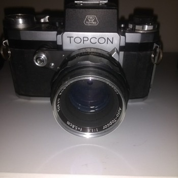 TOPCON 1957 the first SLR film camera that the company made with original lenses, note the over engineeered lens shutter. - Cameras