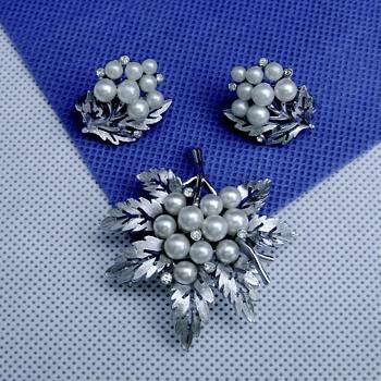 Crown Trifari Sprig Brooch Set - Costume Jewelry