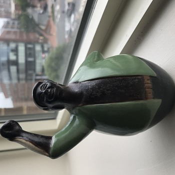 Seems So Familiar, But Can't Figure Out This Figurine - Pottery