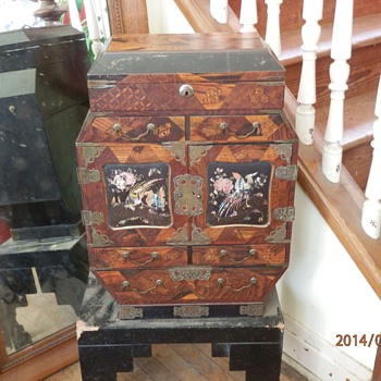 Asian octagon chest of drawers - Asian