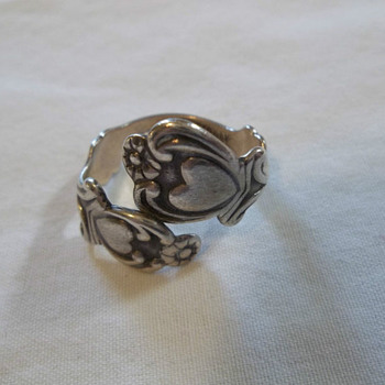 VINTAGE AVON STERLING SILVER TREASURED HEART SPOON RING / MARKED - Fine Jewelry