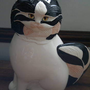 Goebel 1984 China cat - China and Dinnerware