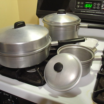 "WEST BEND ALUMINUM ""Flavo-Seal"" cookware"