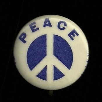 1965 Early Peace symbol Anti Vietnam Pinback Button