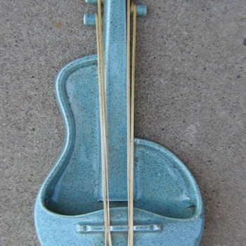 1950's Red Wing blue fleck violin wall pocket planter  - Pottery