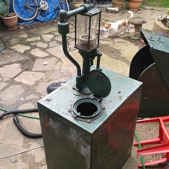 1920 oil pump - Petroliana