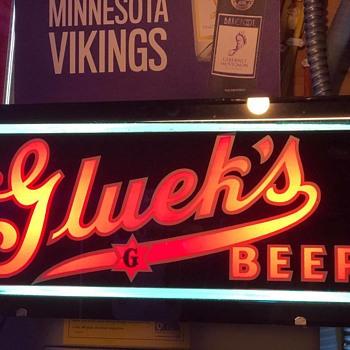 Gluek's neo glo reverse painted glass beer sign with original box  - Breweriana