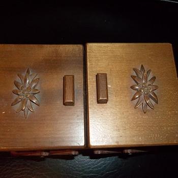 weird old music jewelry box  - Music Memorabilia