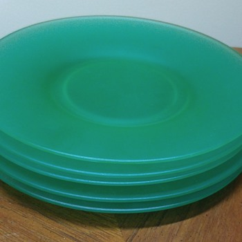 Set of 5 Satin Uranium Glass Plates