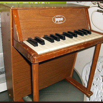 JAYMAR -- TOY PIANO