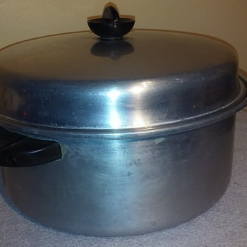 grandma's large old ENTERPRISE aluminum pot with lid - Kitchen