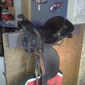 very kewl old saddle - Sporting Goods