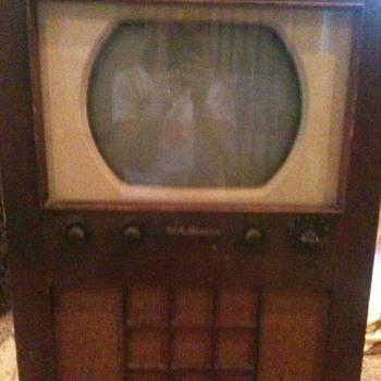 RCA Vicor television 2-T-60   - Radios