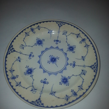 DENMARK ENGLAND BLUE AND WHITE PLATE - China and Dinnerware