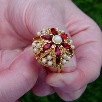 Sarah Coventry Ring Rare - Queens Choice - Costume Jewelry