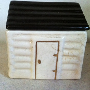 Old log cabin box - Pottery
