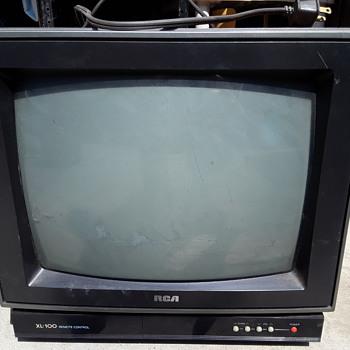 """RCA XL-100 REMOTE CONTROL 12"""" CRT color TV - Electronics"""