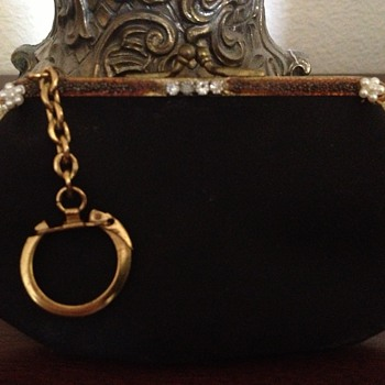 My new find. A pretty keychain coin purse