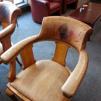 lovely leather chair - Furniture
