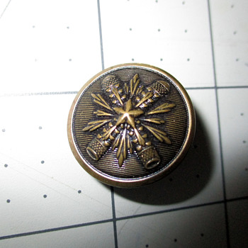 Is this a military button? - Sewing