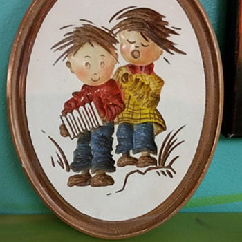 Children singing plaques - Pottery
