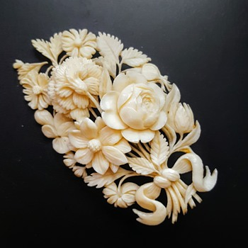 Antique Dieppe ivory bouquet brooch. - Fine Jewelry